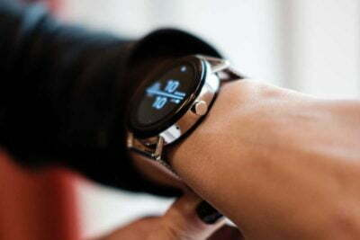 Smart iWatch montre GPS connecté publicitaire
